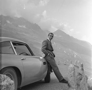 La c�l�bre Aston Martin DB5 de James Bond (Sean Connery), ici dans 'Goldfinger'.